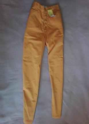Укороченные брюки с высокой посадкой на пуговицах
