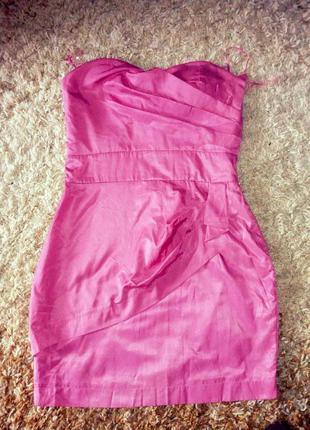 Красивое коктейльное платье на силиконовых бретельках