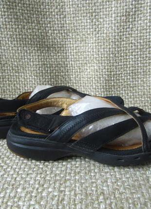 Clarks р.36 босоніжки сандалі в'єтнамки шкіра