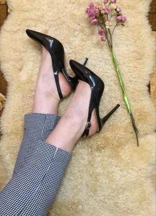 Лаковые туфли, босоножки на шпильке