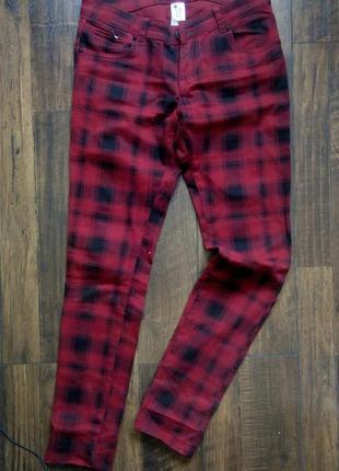 Стильные джинси в клетку