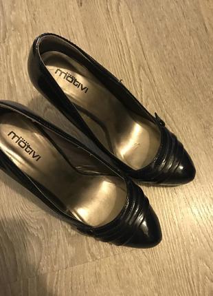 Красивые лаковые туфли motivi