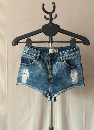 Крутые джинсовые высокие вареные шорты с заводскими потертостями