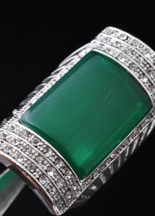 Размер 19. кольцо с зеленым корундом и цирконием