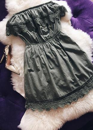 Стильное котоновое платье с кружевной рюшей в цвете хаки