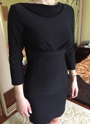 Платье нарядное футляр с ажурной спинкой и бантом