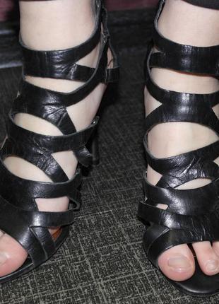 Next брендовые босоножки переплет каблук
