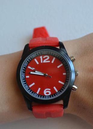 Новые стильные часы