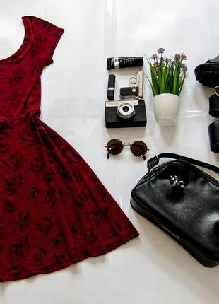 Платье цвета марсала в розы atmosphere