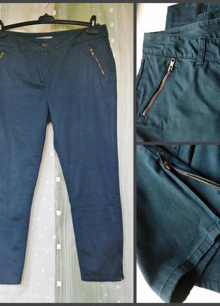 Узкие брючки, слаксы бутылочного оттенка, 98% хлопок, молнии внизу штанин и на карманах