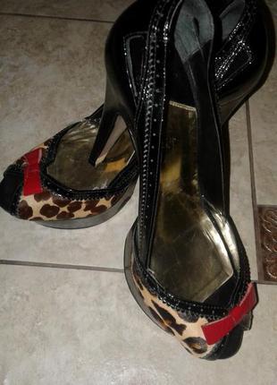Классные туфельки оригинальной расцветки