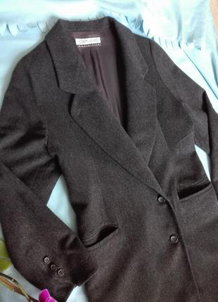 Темно-серое актуальное длинное пальто
