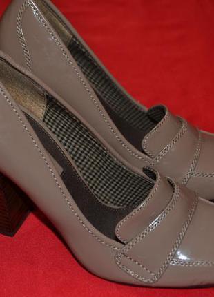 Фирменные лаковые туфли  next