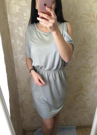 Платье с открытыми плечами от  vila clothing