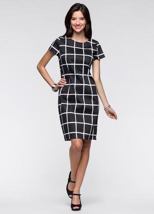 Платье-футляр с принтом контрастной расцветки марки bodyflirt