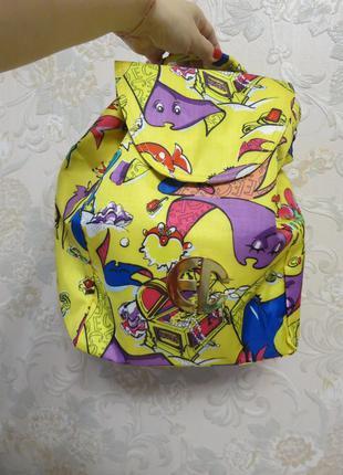 Небольшой новый рюкзак на лето. enrico coveri