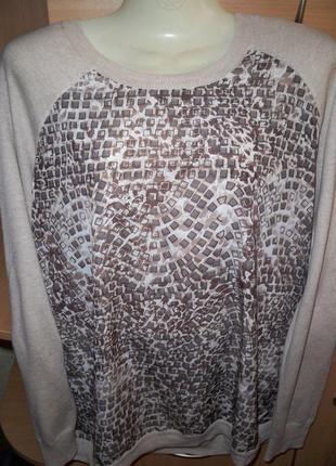 Стильный свитер.