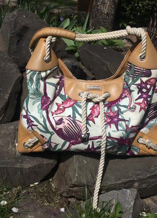 Оригинальная летняя сумка из кожи и текстиля karen millen