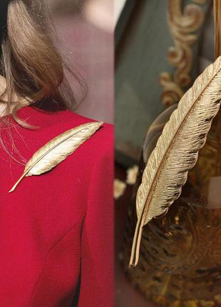 Шикарная большая золотая брошь можно и на верхнюю одежду золотое перо бижутерия