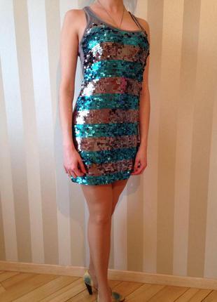 Нарядное платье в паетки