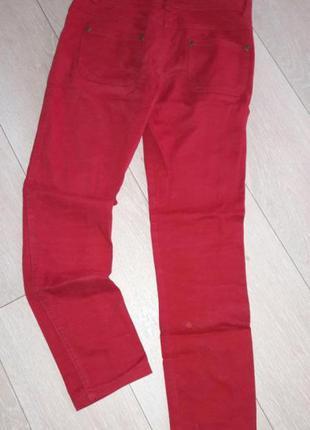 Красны джинсы