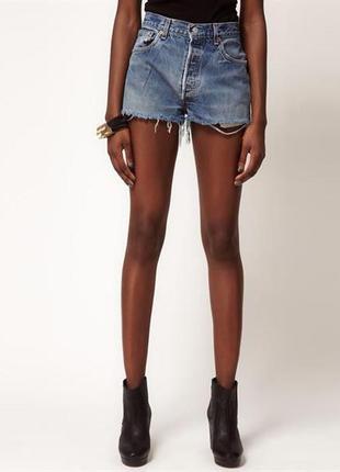 Короткие джинсовые шорты levi's