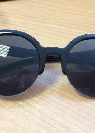 Стильные солнцезащитный очки