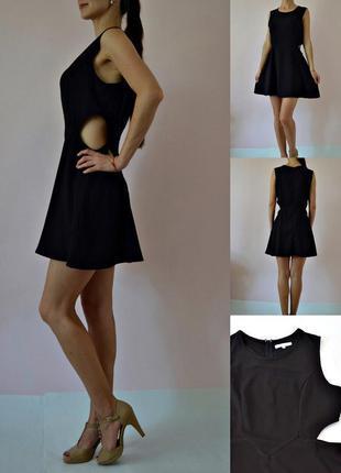 Трендовое платье с вырезами на талии