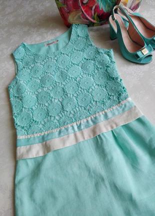 Обалденное платье-футляр цвета тифани с кружевом