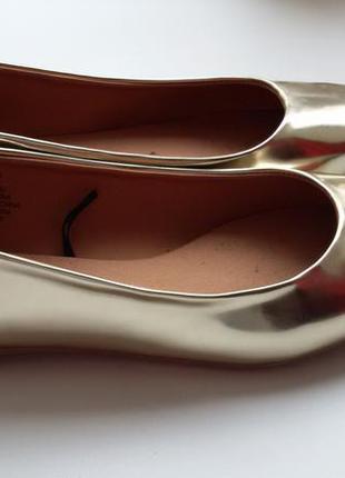 Трендовые золотые балетки h&m