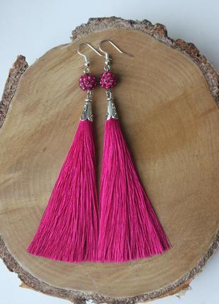 Серьги серёжки кисти кисточки ярко-розовые малиновые нити нарядные модные длинные
