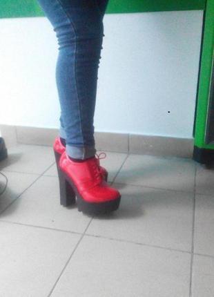 Черевички/красные ботинки/ ботильони