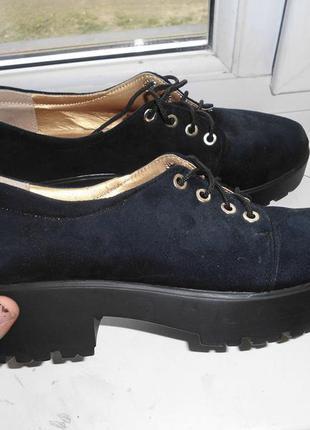 Крутие ботинки на тракторной подошве замшивие,туфли на тракторной подошве