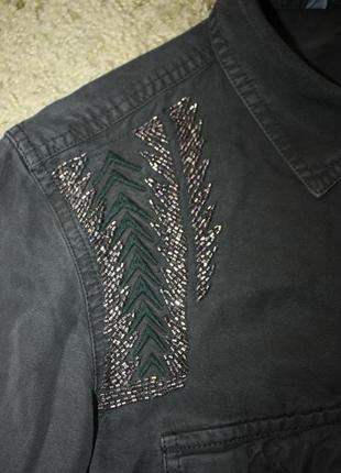 Рубашка стильная тёмно-зелёная с декором из бисера и вышивкой