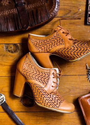 Кожаные ботиночки весенние на каблуке, новые.