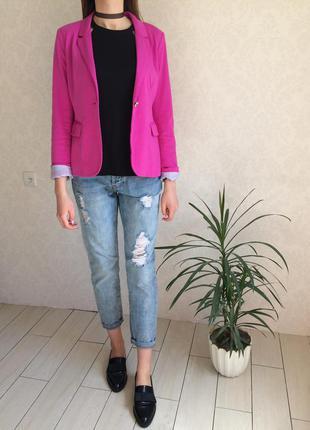 Стильный трикотажный пиджак цвета фуксии