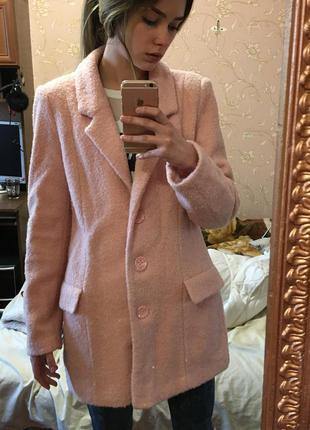 Нежно розовое пальто бойфренд
