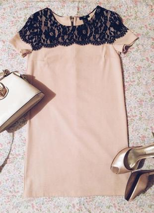 Платье футляр декорированное кружевом
