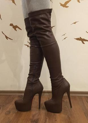 Крутые коричневые ботфорты