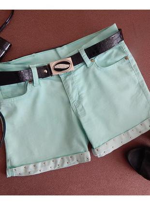 Красивые мятные короткие шорты