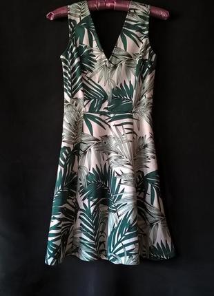 Платье в принт пальмовых листьев