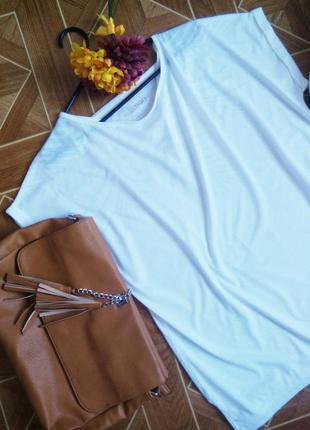Біленька футболка великого розміру