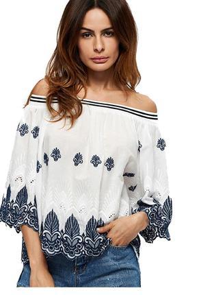 Рубашка с открытыми плечами и вышивкой