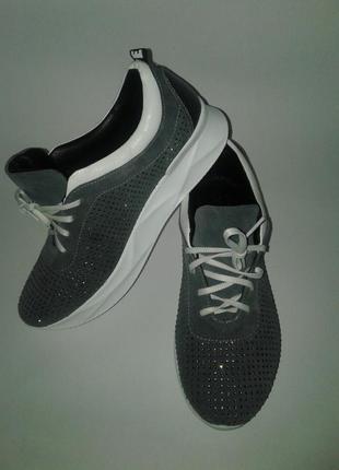 Новые замшевые кроссовки с камнями 37 размера из натуральной замши серого цвета (бф35)