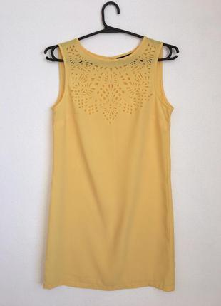 Желтое платье с красивой перфорацией savage