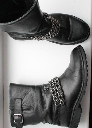 Трендовые кожаные сапоги,полусапожки на низком каблуке с цепью