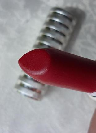 Помада для губ long last  lipstick  в оттенке party red