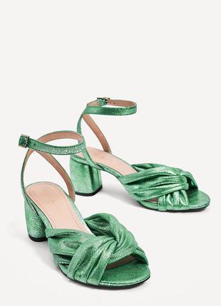 Стильные босоножки сандали изумрудного цвета от zara