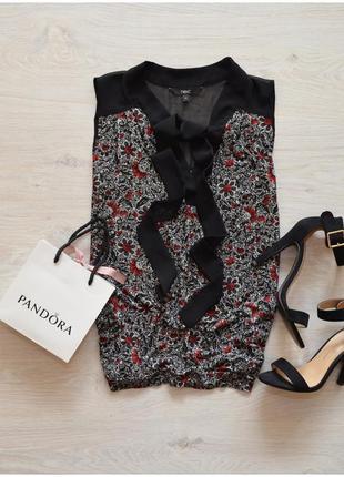 Красивая блуза с завязочками next