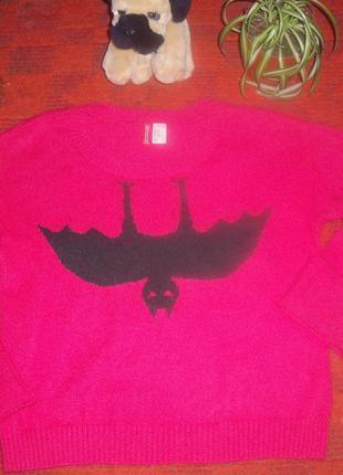 """Джемпер розово-клубничного цвета,на груди """"летучая мышь"""" от h@m."""